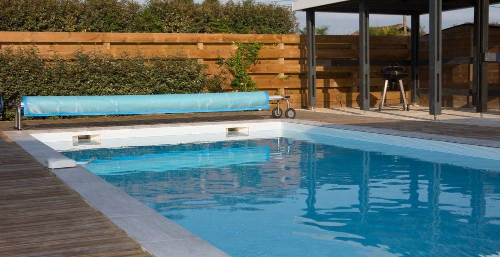 Traiter l'eau de sa piscine grâce à un électrochlorateur, ce qu'il faut savoir